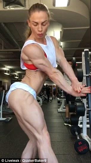 shredded-female-bodybuilder-zero-body-fat