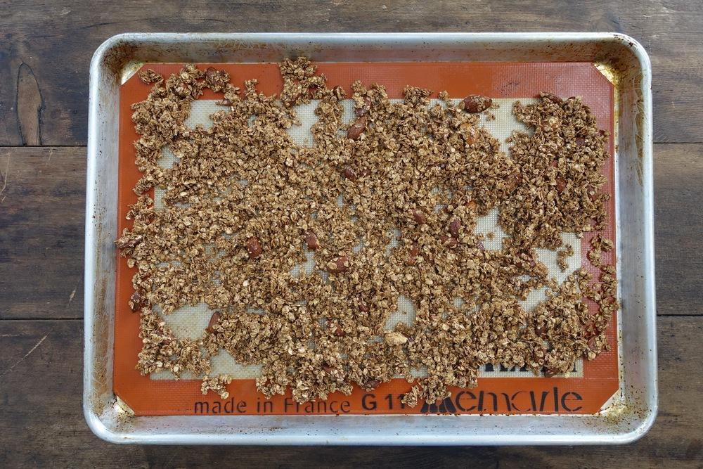 cacao_crunch_granola_02.jpg