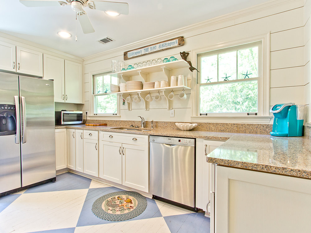 9_thesaltymermaidcottage_kitchen1_051716.jpg