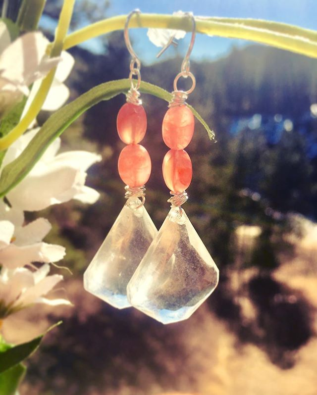 A charming pair of antique crystal earrings with ruby accents are a perfect pair for the refreshing, easy-going vibes of spring! Bring on the ☀️! #🌲 #spruceddesigns #jewelry