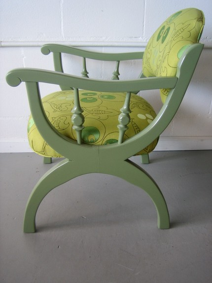 - Start with a simple frame, and begin to understand the distinct steps in covering a chair. Learn to re-cover old furniture and create something fresh.What to expect from this class:-- Learn springing, padding, covering and stitching.What is provided?-- Tools & material to reupholster a single chair.Takeaway:-- Your fresh & new upholstered chair. (If you may bring your own chair & fabric.)-- Gain creative confidence and a starting point to build on your interest in upholstery.Size: 1 - 5 personsPhoto Courtesy: Spruce Austin chair on our embroidered fabric.