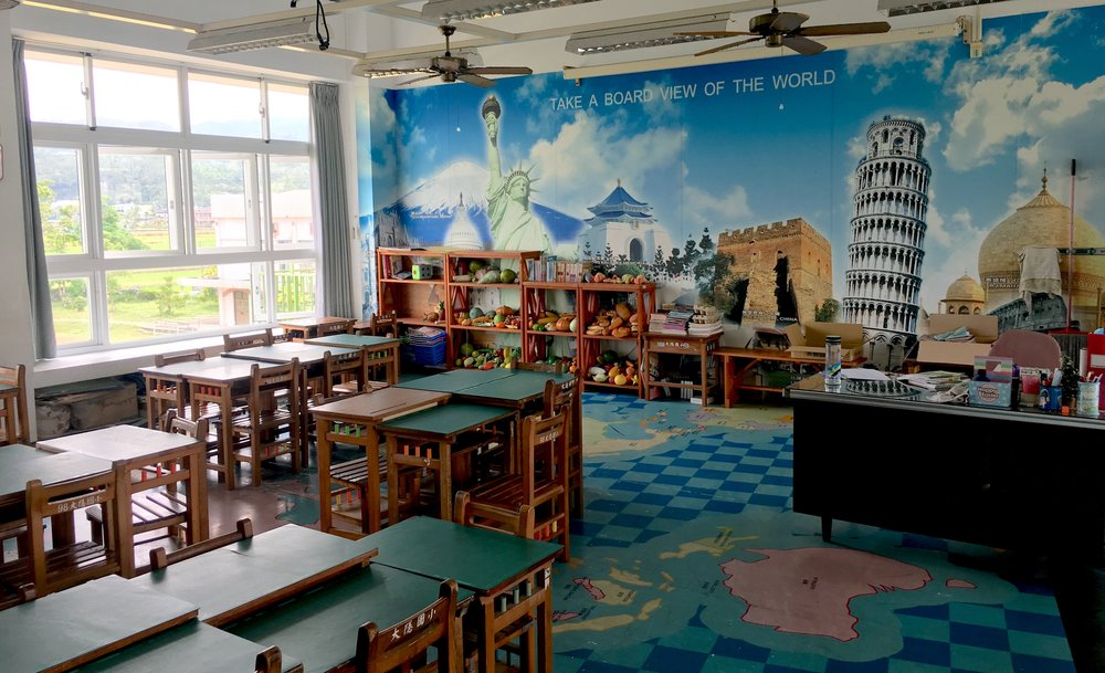Dayin's language classroom is cooler than your language classroom (except for that typo...)
