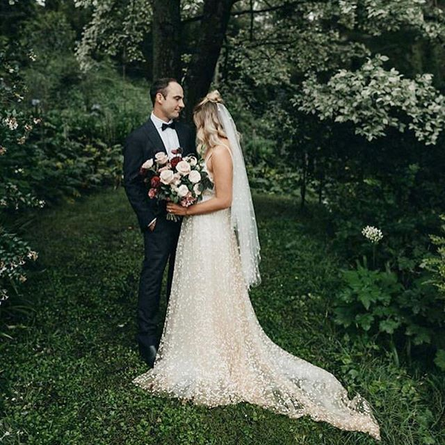 We kicked off 2019 with this magical elopement with @elopementcollective ~ and I love everything about it! 💫 Swipe across   for a bridal bouquet close up! | Captured by @laurencampbell in the beautiful gardens at @therift_bowral and the bride is wearing a gorgeous @grace_loves_lace gown xx