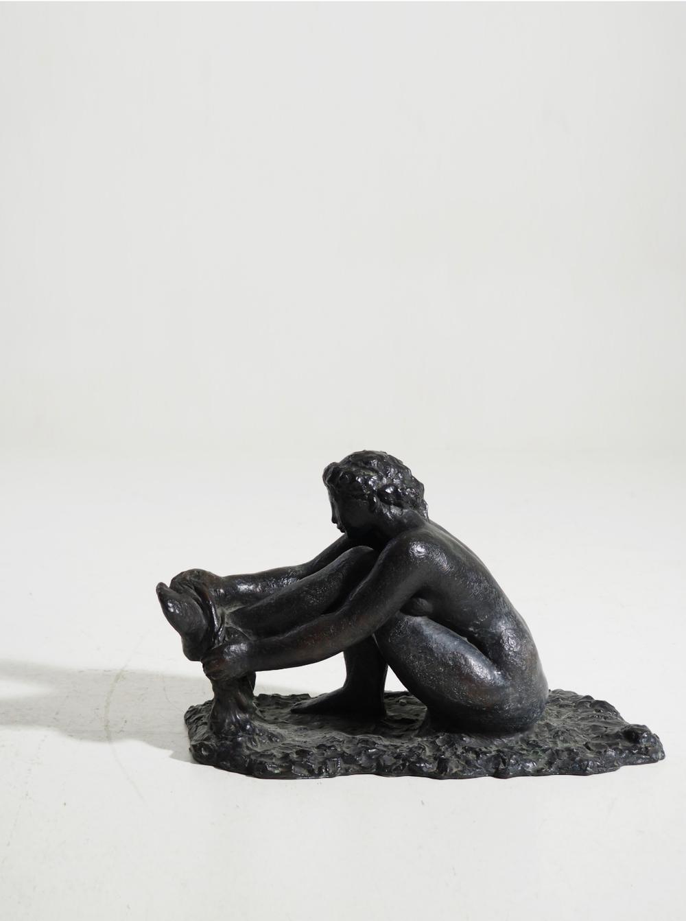 Very bronze statue signed by Garhard Henning.
