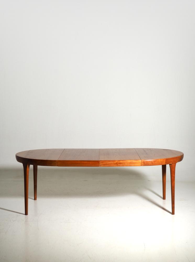 Fine extension table in teak, by Ib Kofoed Larsen, 60's
