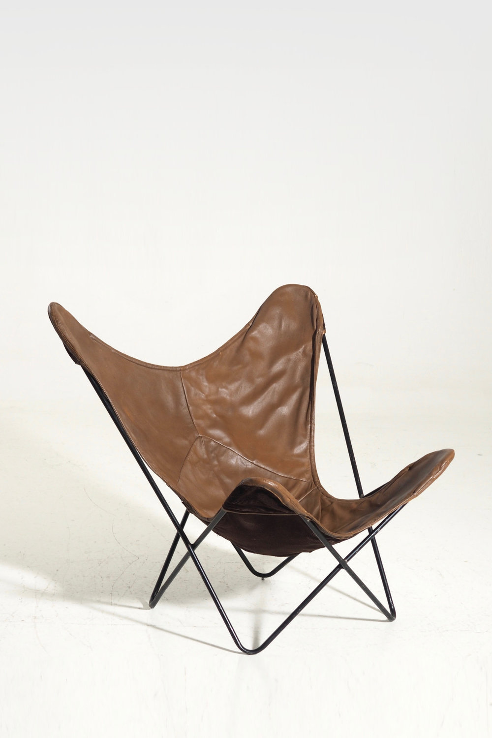 """Bat""-chair in leather and black painted steel, 60's / 70'"