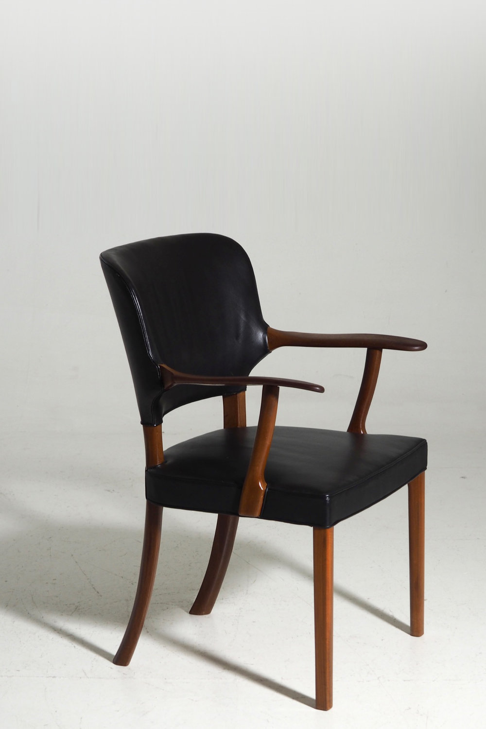 Rare armchair in mahogany and black leather