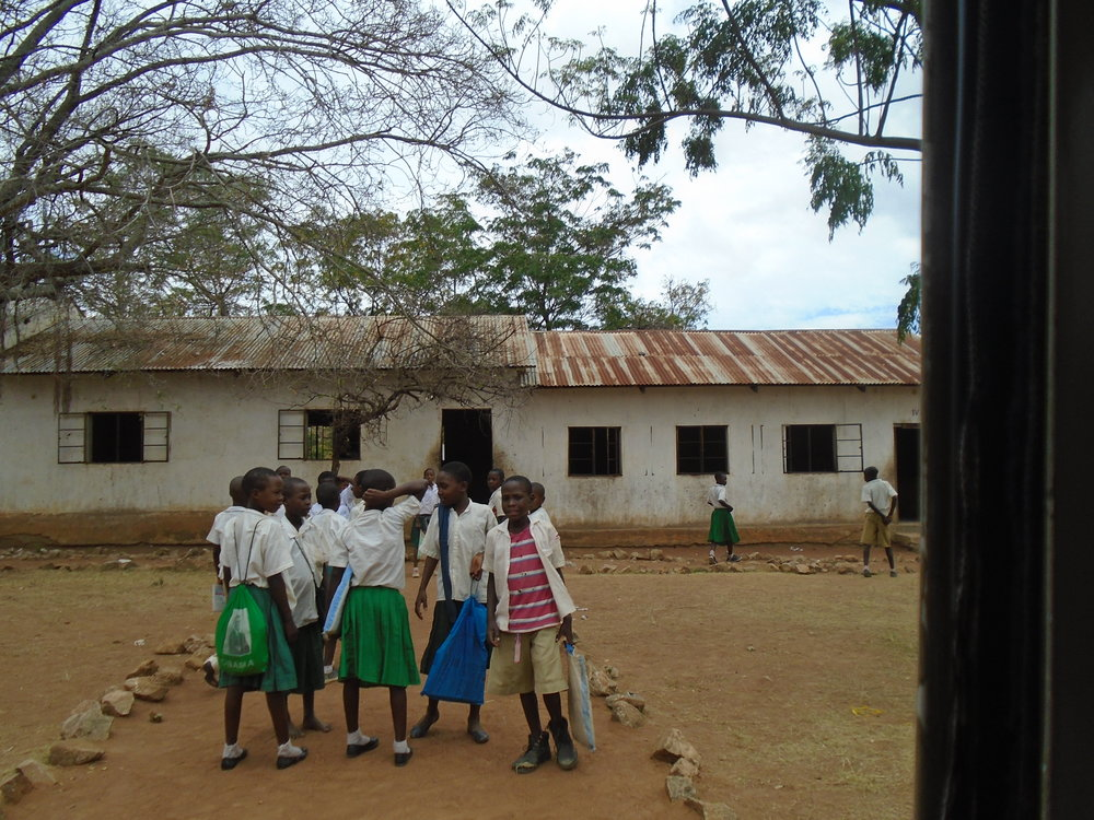 MWANZA-TANZANIA 1, 020 SOLAR LAMPS Funded by: E.ON