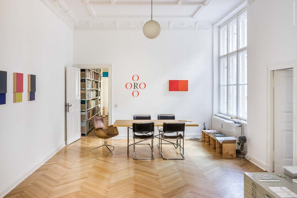 Interieurfotografie / Antiquariat Marco Gietmann, Berlin - Michaela-Maria Langenstein, Max Renkel (sculpture), Lothar Baumgarten (wall painting)