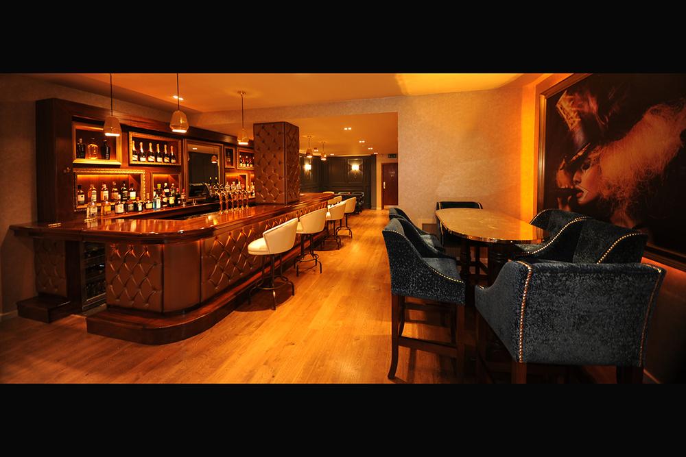 4 Madigans (Bar) ©2014 Mick Langan 003.jpg