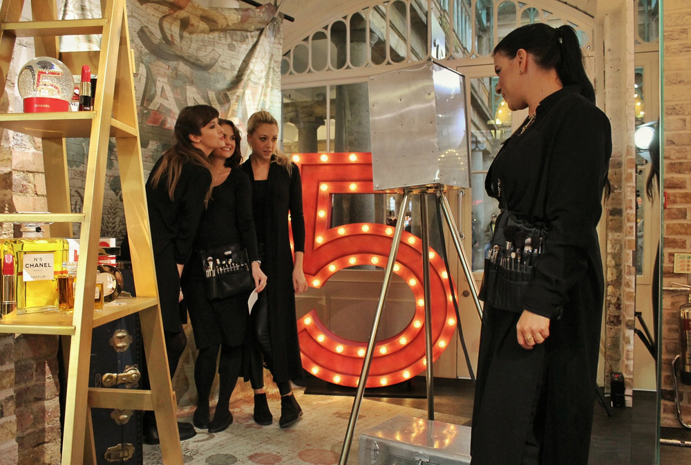 An Obscura with a steel 'skin' in action with Chanel in their Covent Garden store which was designed around Baz Lurman's classic 2014 Chanel advert. (Credit: London Light Box)