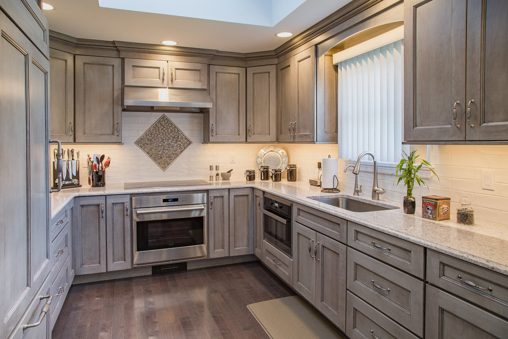 peppercorn-grey-cabinets-stove-accent.jpg