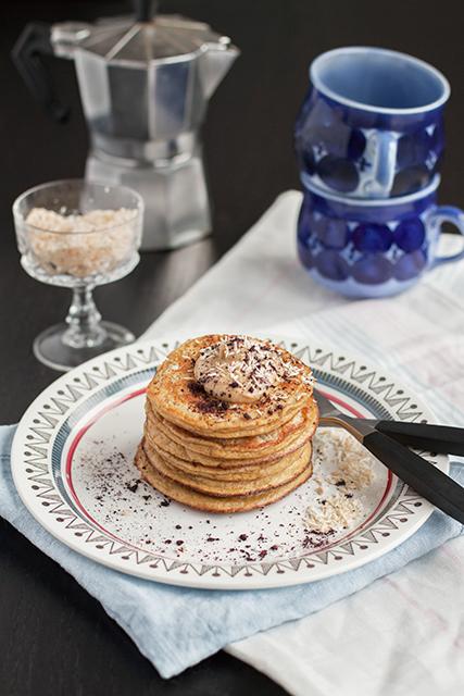 Gluten free banana pancakes with peanut butter and coconut. Glutenfria bananpannkakor med jordnötssmör och kokos.  Det blir bara pannkaka.