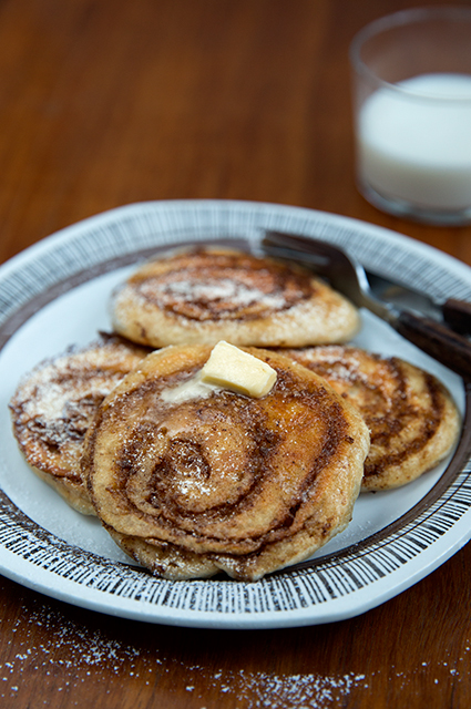 Cinnamon bun pancakes. Kanelbullepannkakor. Det blir bara pannkaka.