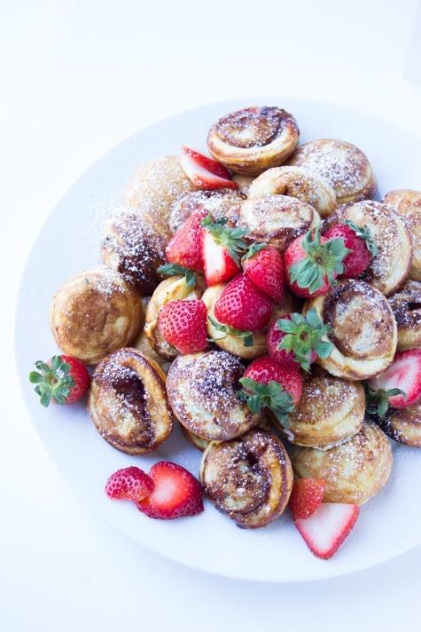 På bloggen Little Broken hittade jag dessa jordgubbsfyllda æbleskiver, som är en dansk pannkaka som gräddas i en särskild stekpanna. Har du ingen sådan kan du alltid laga amerikanska minipannkakor och fylla dem med  jordgubbar .
