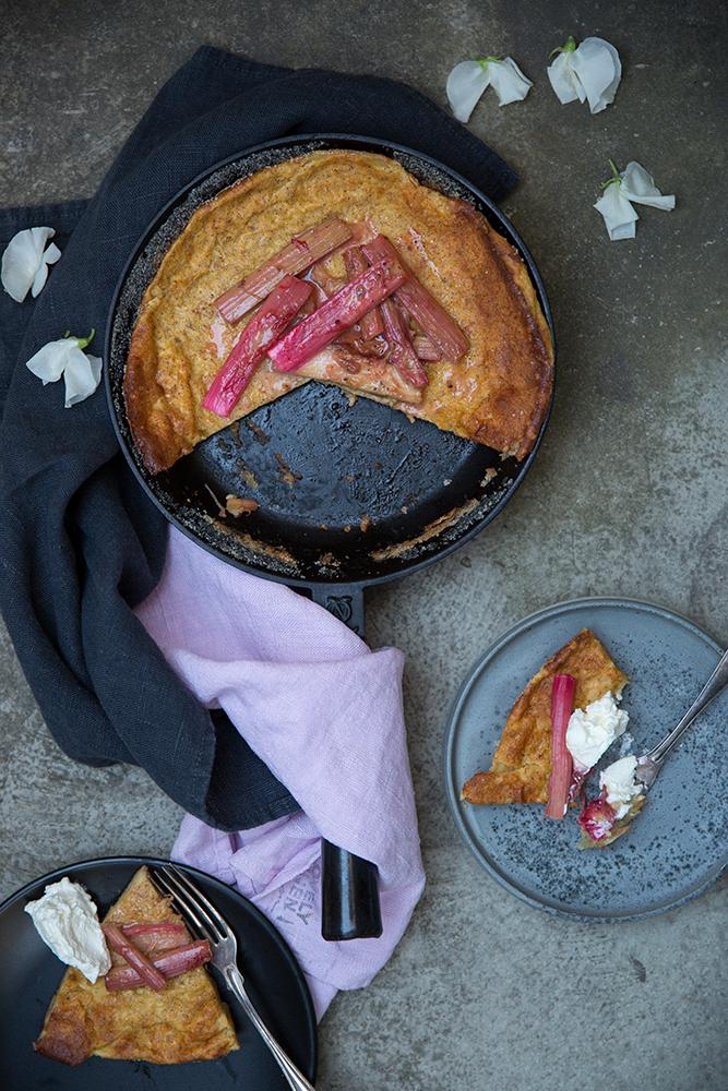 Rabarberclafoutis, rhubarb clafoutis, pannkakor, ugnspannkaka