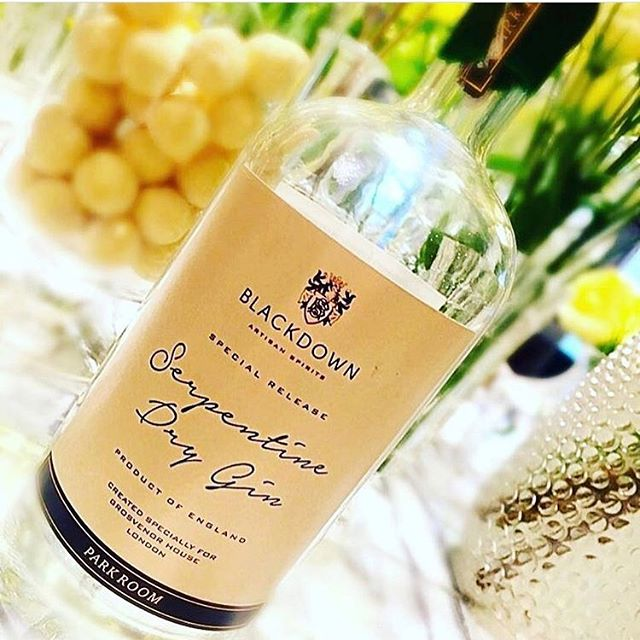 Our packaging for the the exclusive @blackdowndistillery collaboration with the #parkroomgrosvenorhouse at @grosvenorhouselondon Super premium #gin with bay laurel from #hydepark #luxury #cocktails #design #london #style
