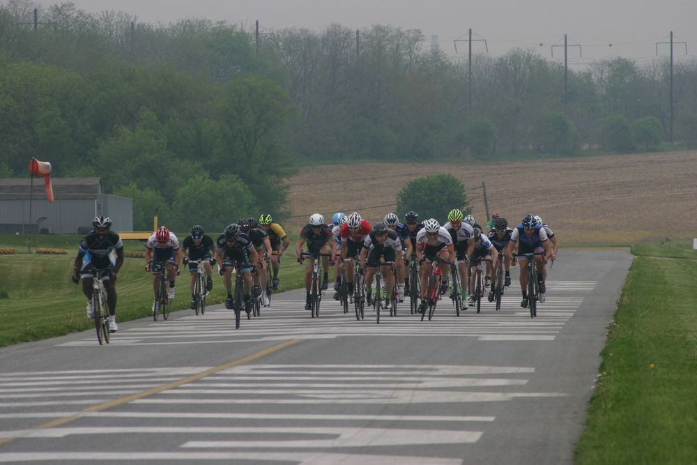 The spring for third with a good amount of riders still in the bunch.
