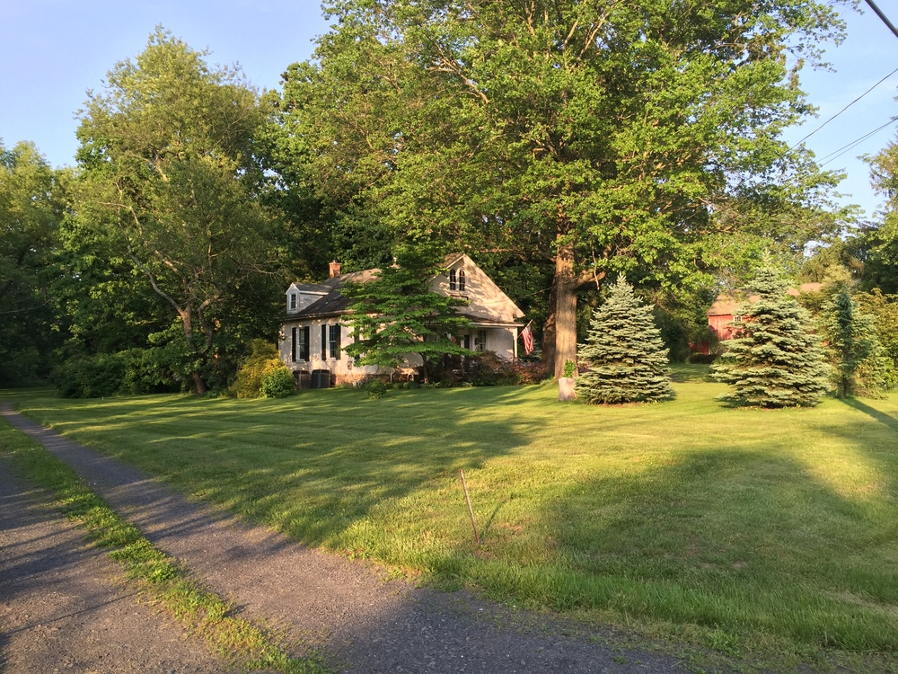 This looks peaceful enough but I purposely left out route 413's traffic behind me. This is another easy-to-miss schoolhouse. It is a nicely- manicured house though.