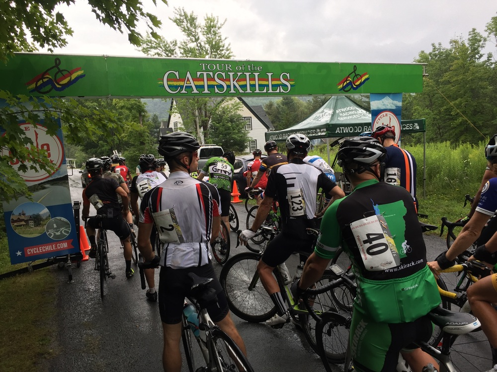 The eighty-mile start, which rolled out promptly at 10am under rainy skies. Cyclechile.com was a main sponsor of the Tour of the Catskills.