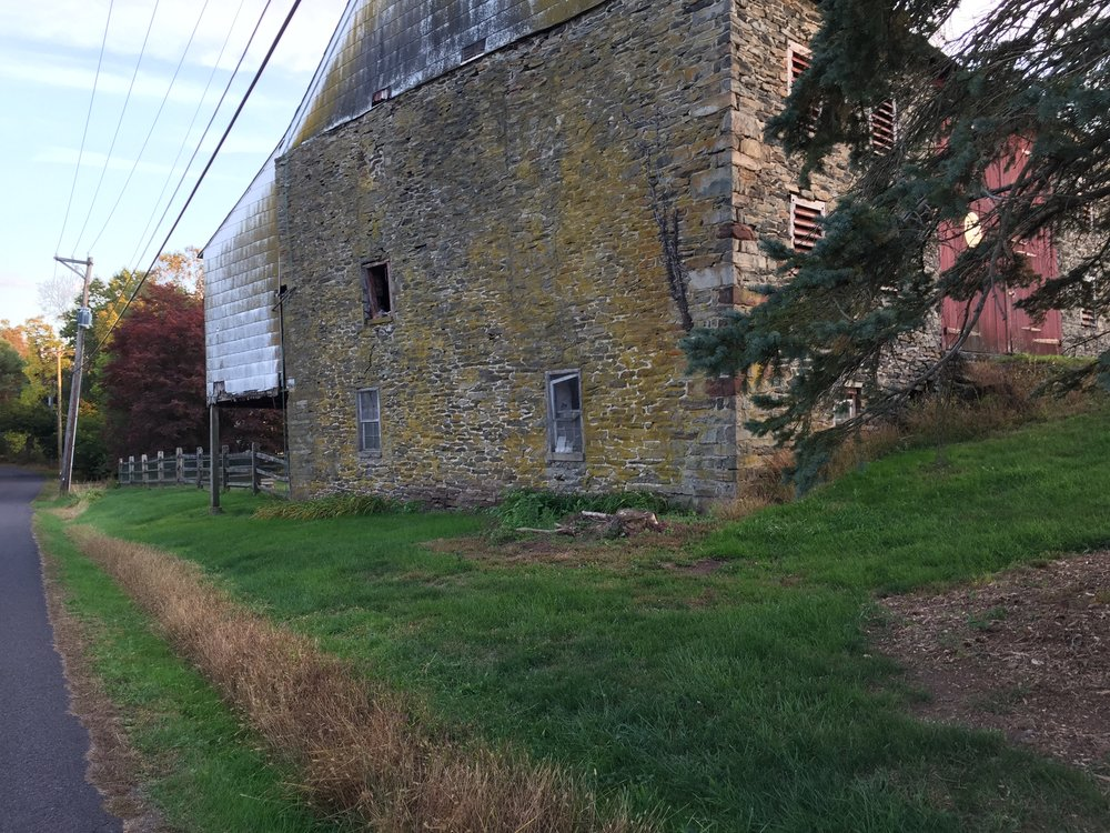 A stone- walled barn on Slotter Road.