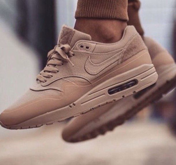 w7k6rf-l-610x610-suede+sneakers-camel+shoes-camel-nude+shoes-fall+accessories-nike+sneakers-nike-air+max-shoes-sneakers.jpg