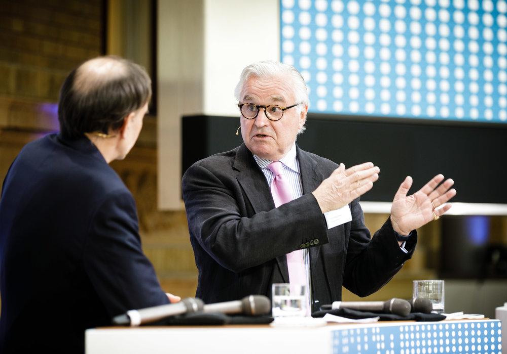 SVEN HAGströmer im Gespräch mit uwe-Jean heuser. Foto: Reinaldo coddou h für die initiative chefsache