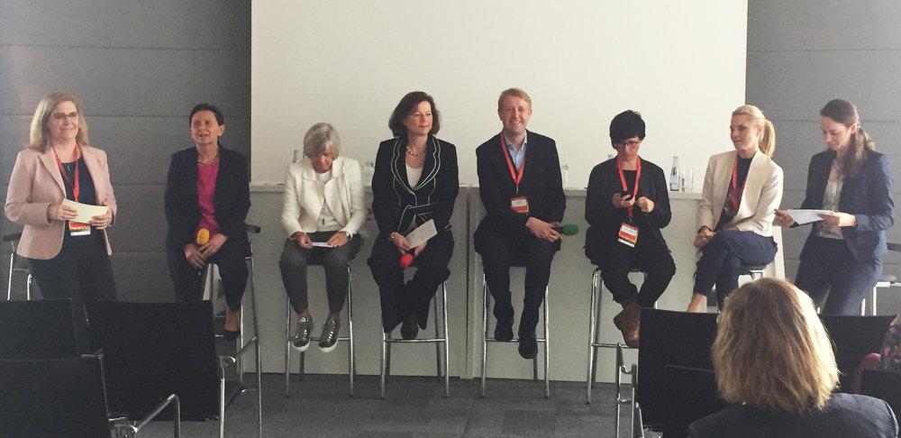 V. l. n. r.: Andréa Zengin, Edda Kristof-Goeman, Beate Brummel, Kerstin Günther, Christian Berg, Maren Heltsche, Sonja Moosburger,Maike Baumgartl