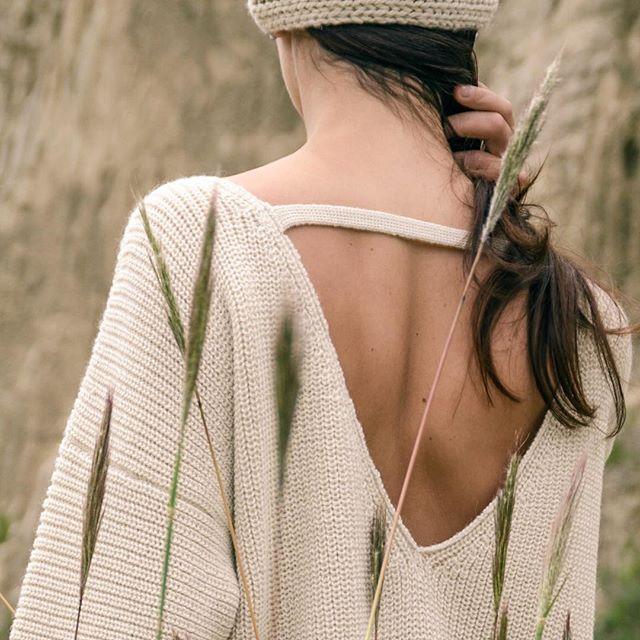 Наш бесспорный бестселлер этого сезона. 💎Настоящий эталон физического и эстетического комфорта, в котором вы будете чувствовать себя женственно и уютно прохладным летним вечером, просыпающейся весной и ранней осенью. Свитер #SaltDesert из селективной шерсти альпака. Модель представлена на сайте в двух светлых оттенках.  #backtobasics #abrazame #fromboliviawithwarmth #fashionphotography #fashionbrand #modelcitizenapp