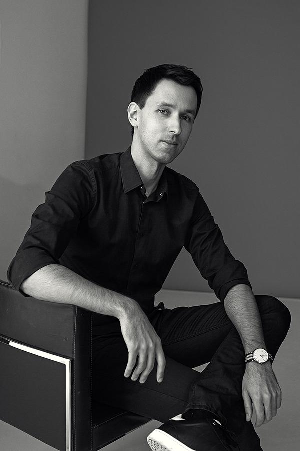 Сергей Булычёв   Победитель  Wedisson Award 2016  Состоит в международных профессиональных сообществах  Fearless Photographers  и  ISPWP ,