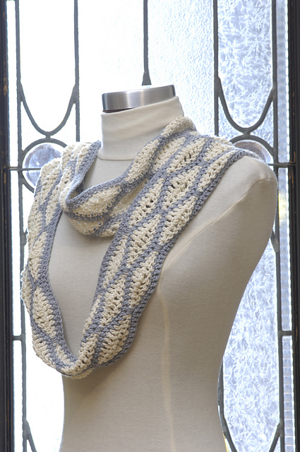 Diamond Loop Scarf.JPG