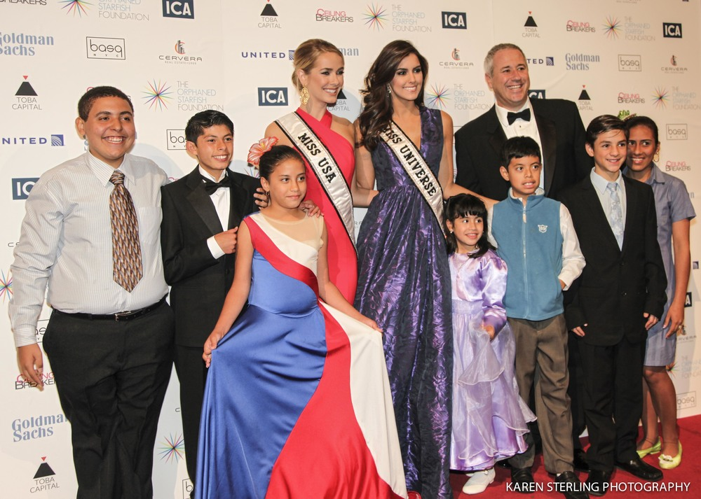 Miss USA- Olivia Jordan, and Miss Universe - Paulina Vega, poses with kids who participated in the program