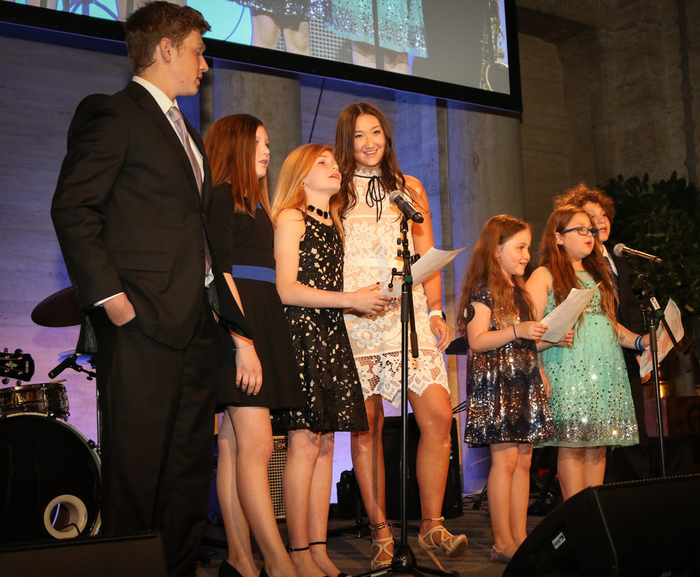Kids with type 1 diabetes surprise the crowd and inspirational sing to hundreds during DREAMS in the City