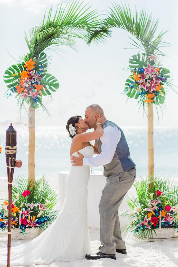 Siesta_Key_Florida_Beach_Wedding_Photo_Lisa & Paul-13