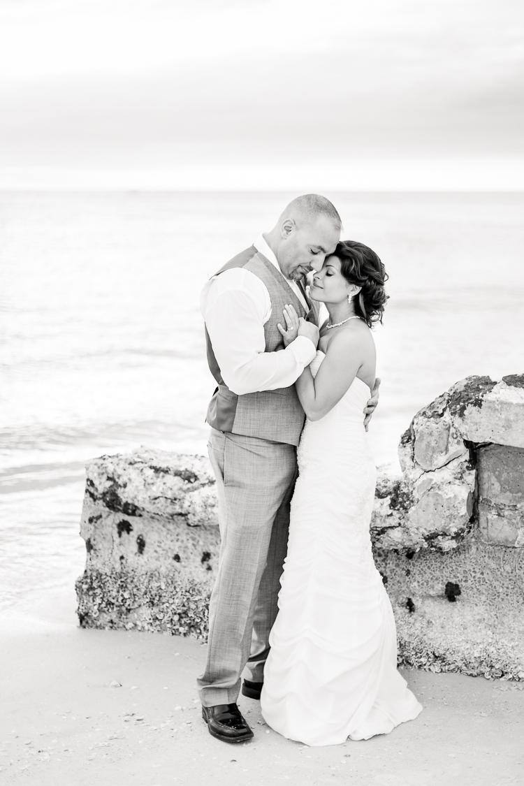 Siesta_Key_Florida_Beach_Wedding_Photo_Lisa & Paul-26