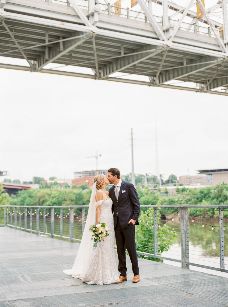 The Bridge Building Downtown Nashville Wedding Photographer | Lauren Galloway Photography | Nashville Weddings