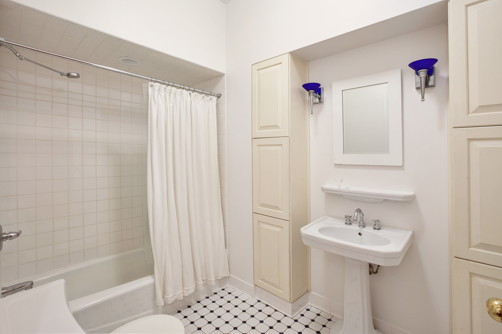 18East18thStreet4W_Dylan_Hildreth-Hoffman_DouglasElliman_Photography_33613576_high_res.jpg