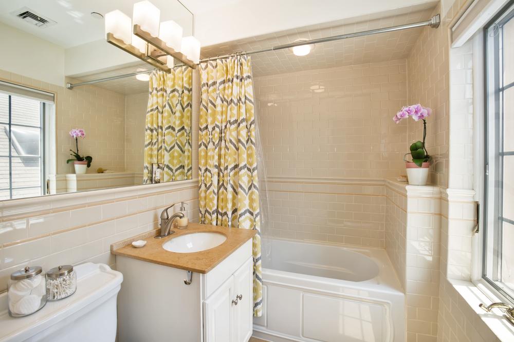 734e5thst4l-bath.jpg