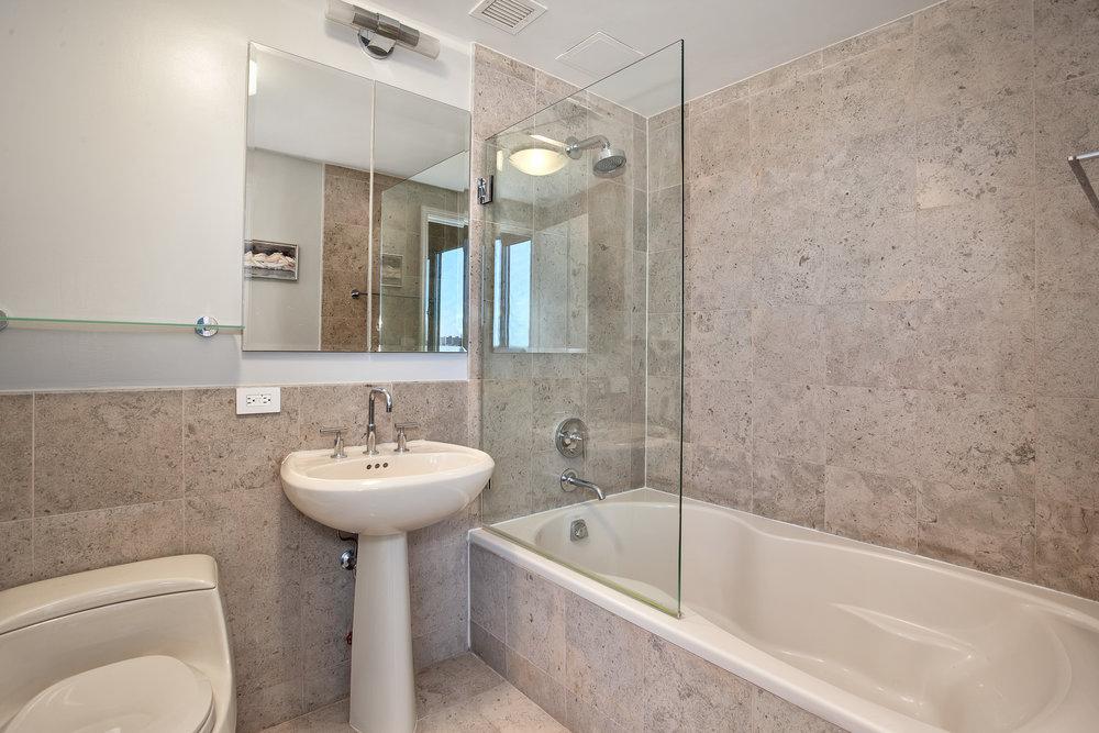 1485_5thave18a-bath.jpg