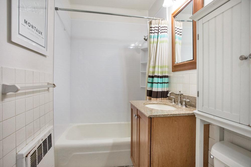 170w23rdst4v-bath.jpg