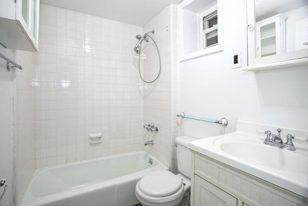 331e92ndst3a-bath.jpg