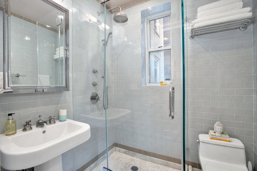 129columbiaheights4-bath.jpg