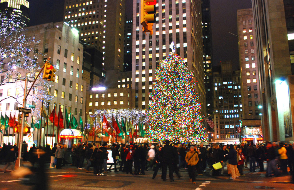 Rockefeller-Center-Christmas-Tree-crowds.jpg
