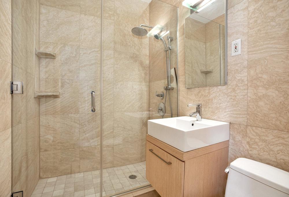 198_7thave3f-bath.jpg
