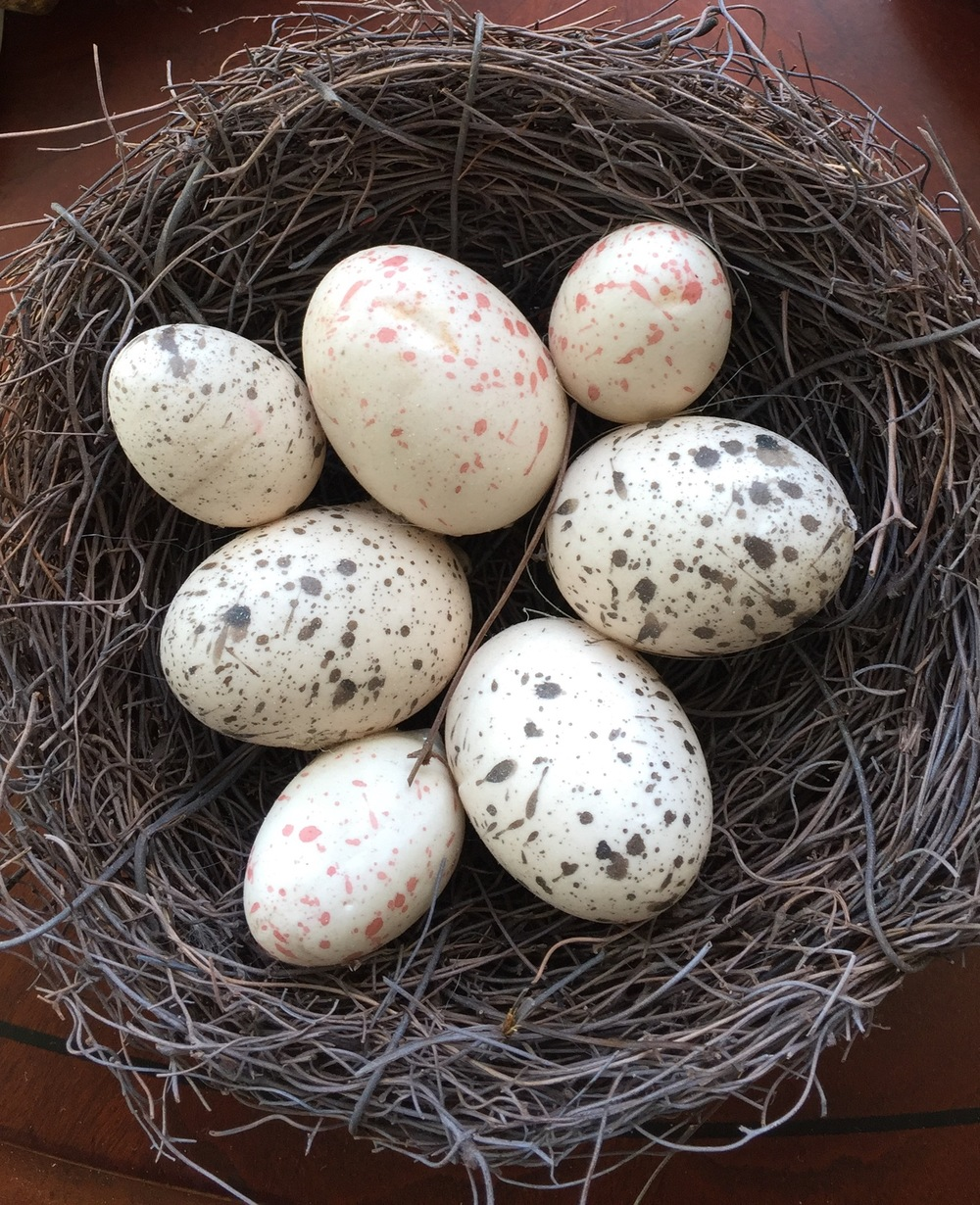 Faux nest and eggs