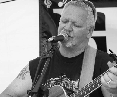 Kenny Barney : Vocals, Acoustic Guitar, Percussion, Harmoninca