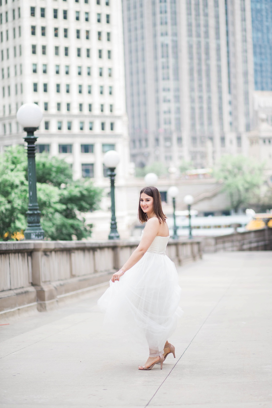 downtown-chicago-bridal-portraits