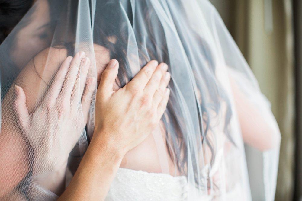 wedding-day-bride-getting-ready