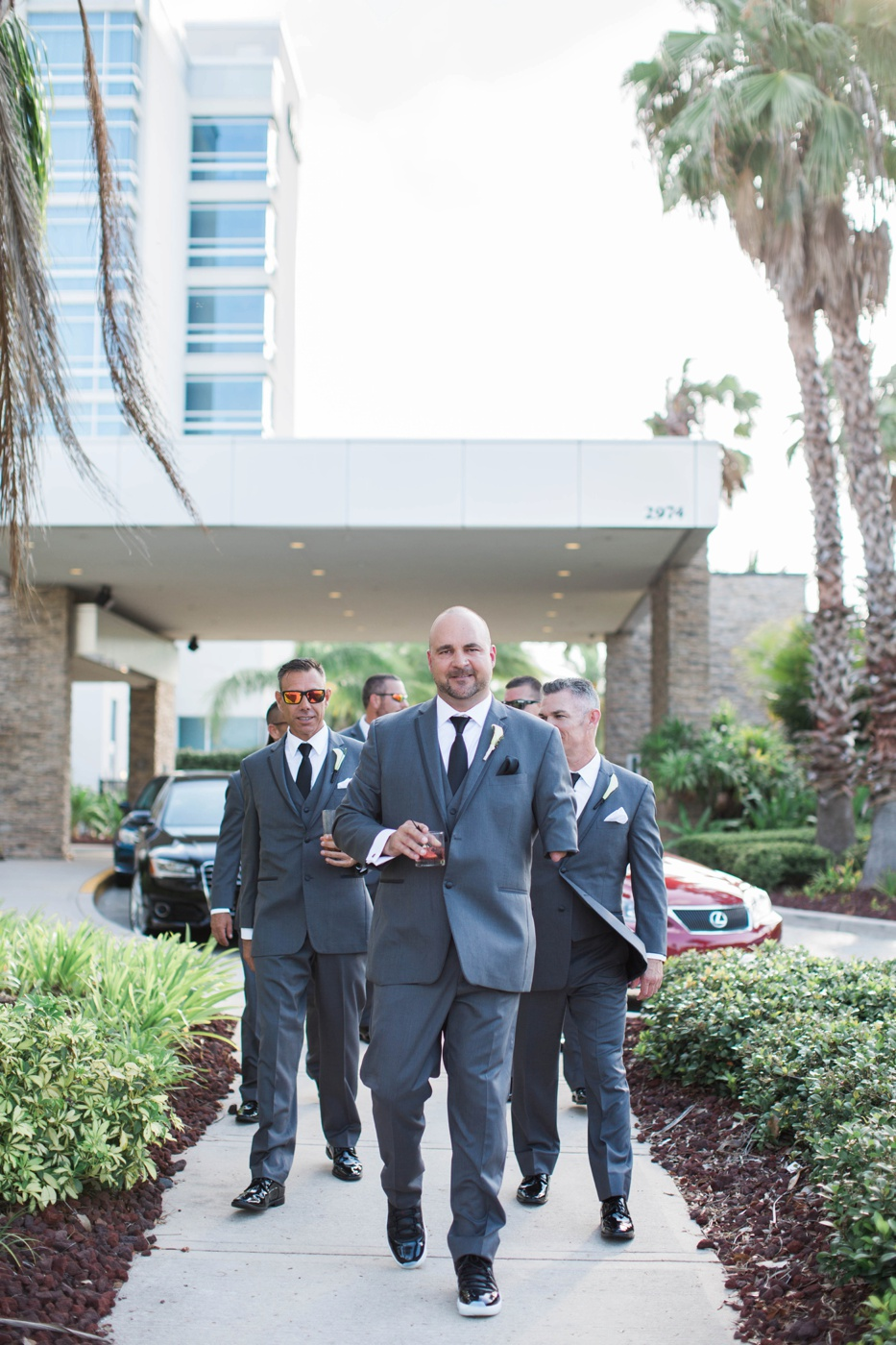 groomsmen-wedding-day-photos