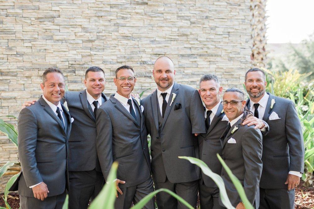 groomsmen-bridal-party-photos